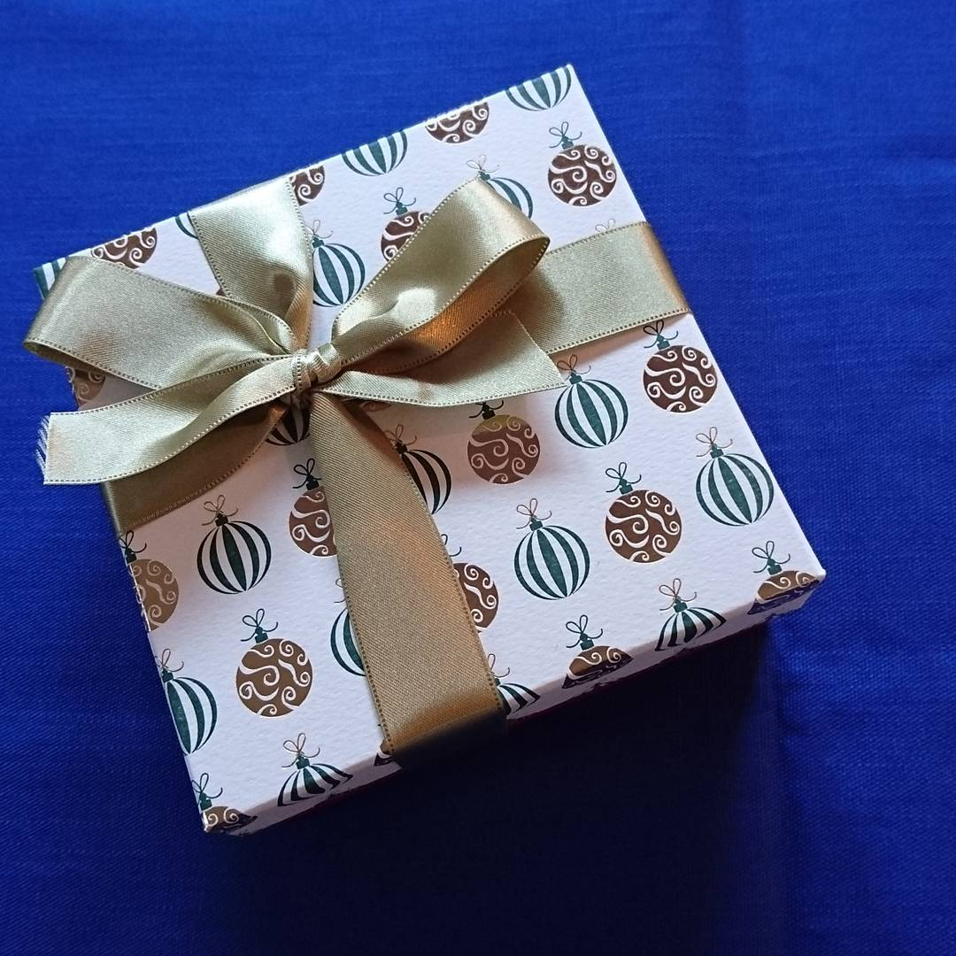 Tsumagari Patisserie Wrapping with Rossi1931 Letterpress Decorative Papers